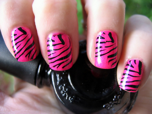 To follow along the same vein, I decided to do a similar animal print nail