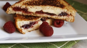 How To... Make A Raspberry, Blue and Brie Grilled Cheese Sandwich