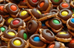How To... Make A Simple And Delicious Treat, Chocolate Pretzels With M&M's