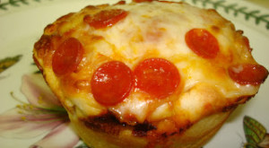 How To… Bake Mini Pizzas In A Cupcake Tin