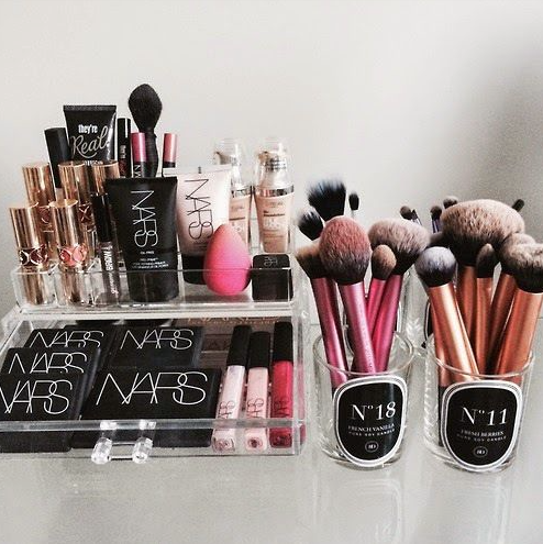 3 Ideas for dorm room makeup storage