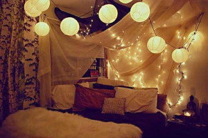cool-dorm-canopy-bed-lighting-ideas